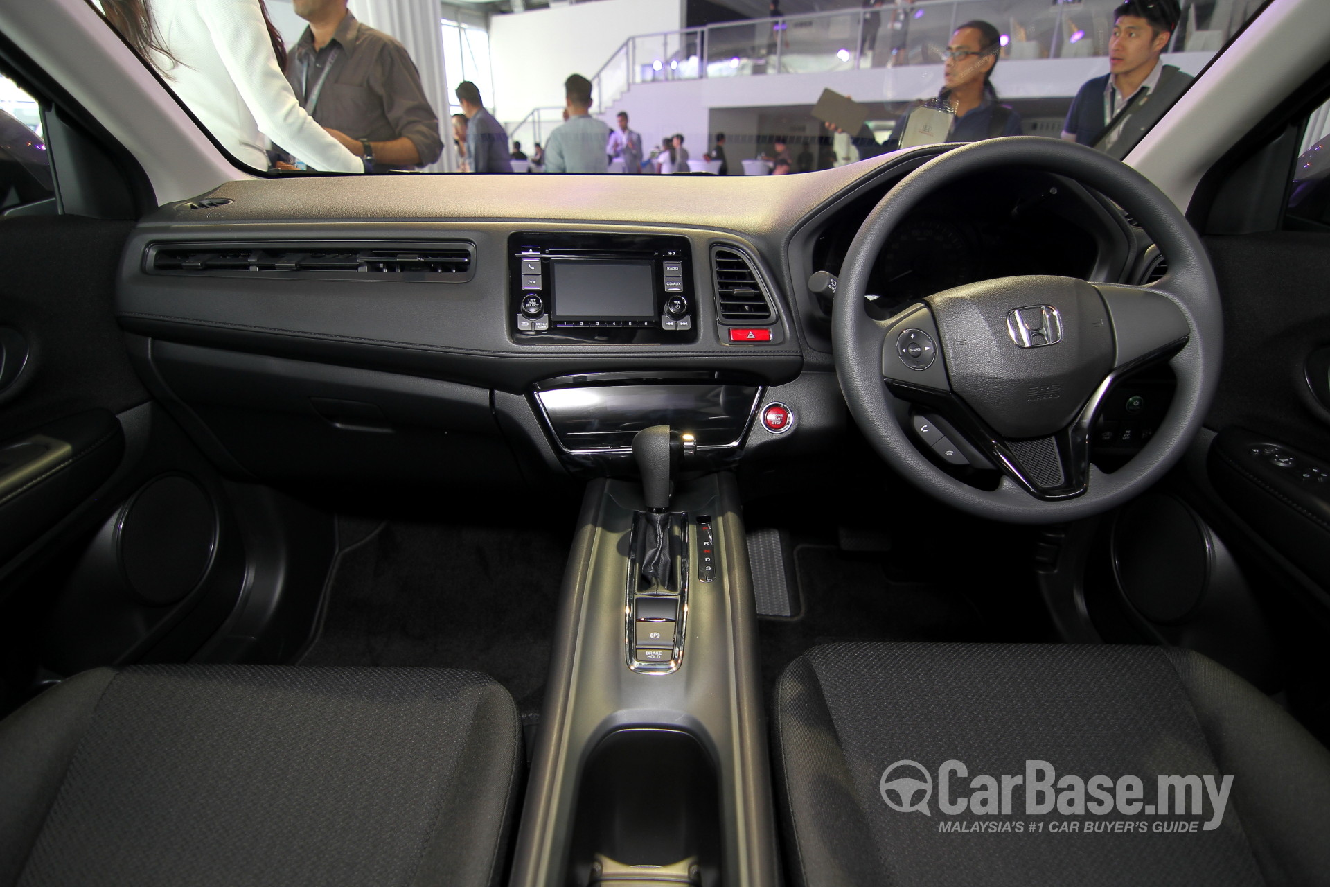 https://s1.carbase.my/upload/24/348/335/interior/s13-1424164709-9853-honda-hr-v.jpg