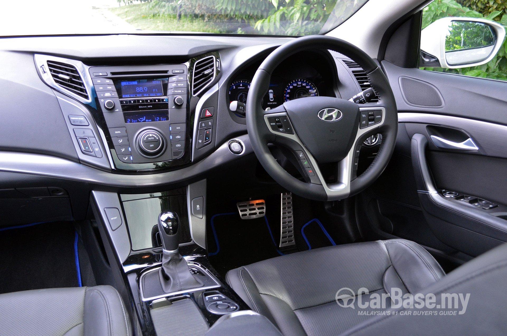 hyundai i40 sedan vf 2013 interior image 3295 in. Black Bedroom Furniture Sets. Home Design Ideas