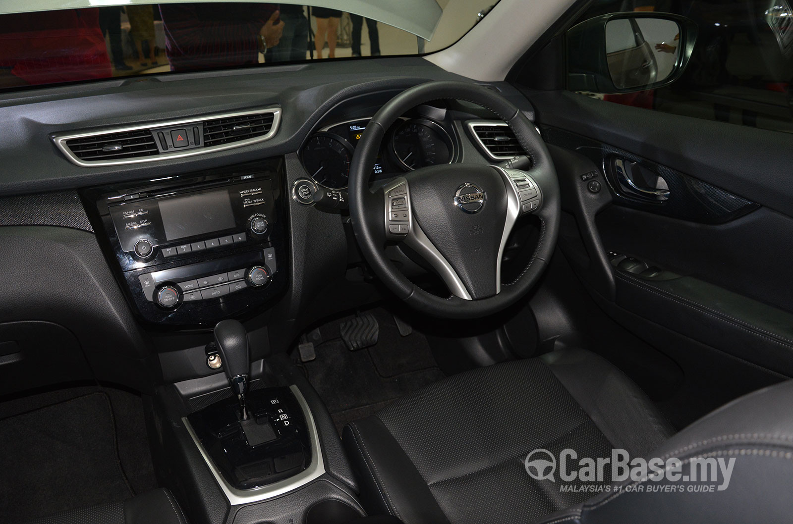 Nissan x trail 3rd gen 2015 interior image 18901 in for Nissan x trail interior