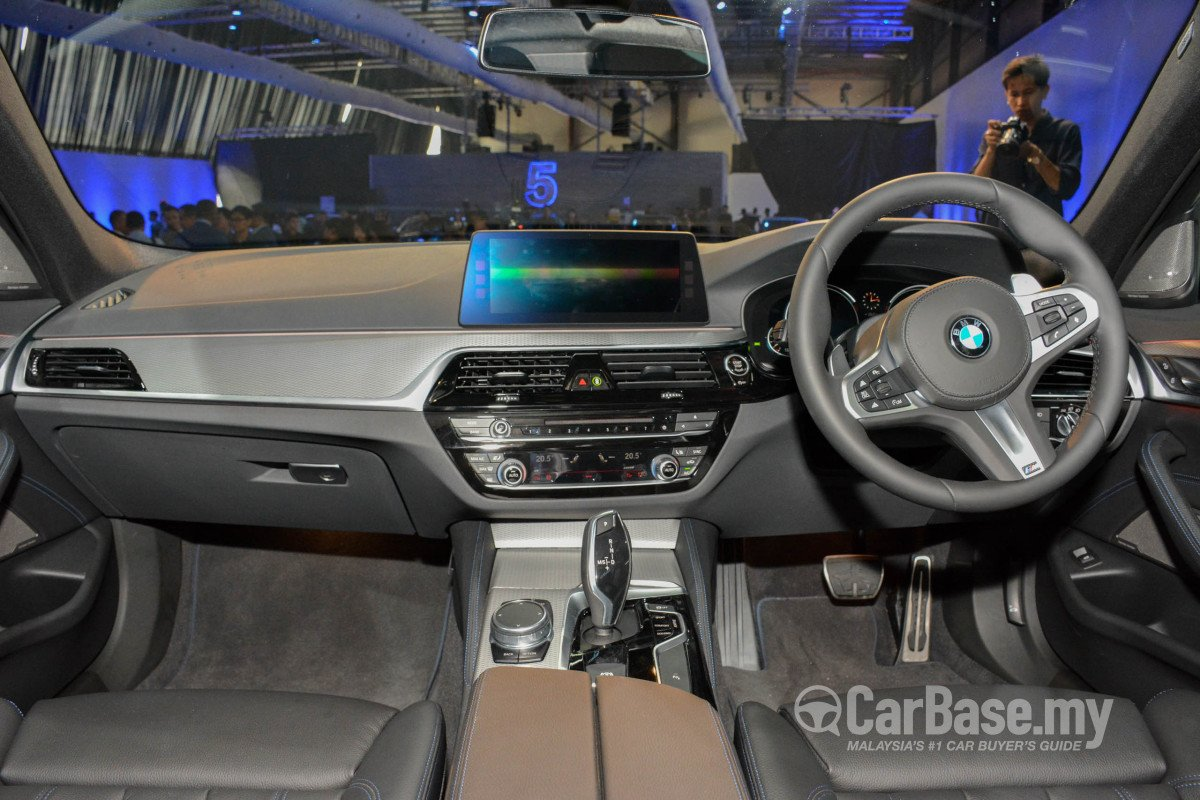 BMW 5 Series G30 (2017) Interior Image in Malaysia - Reviews