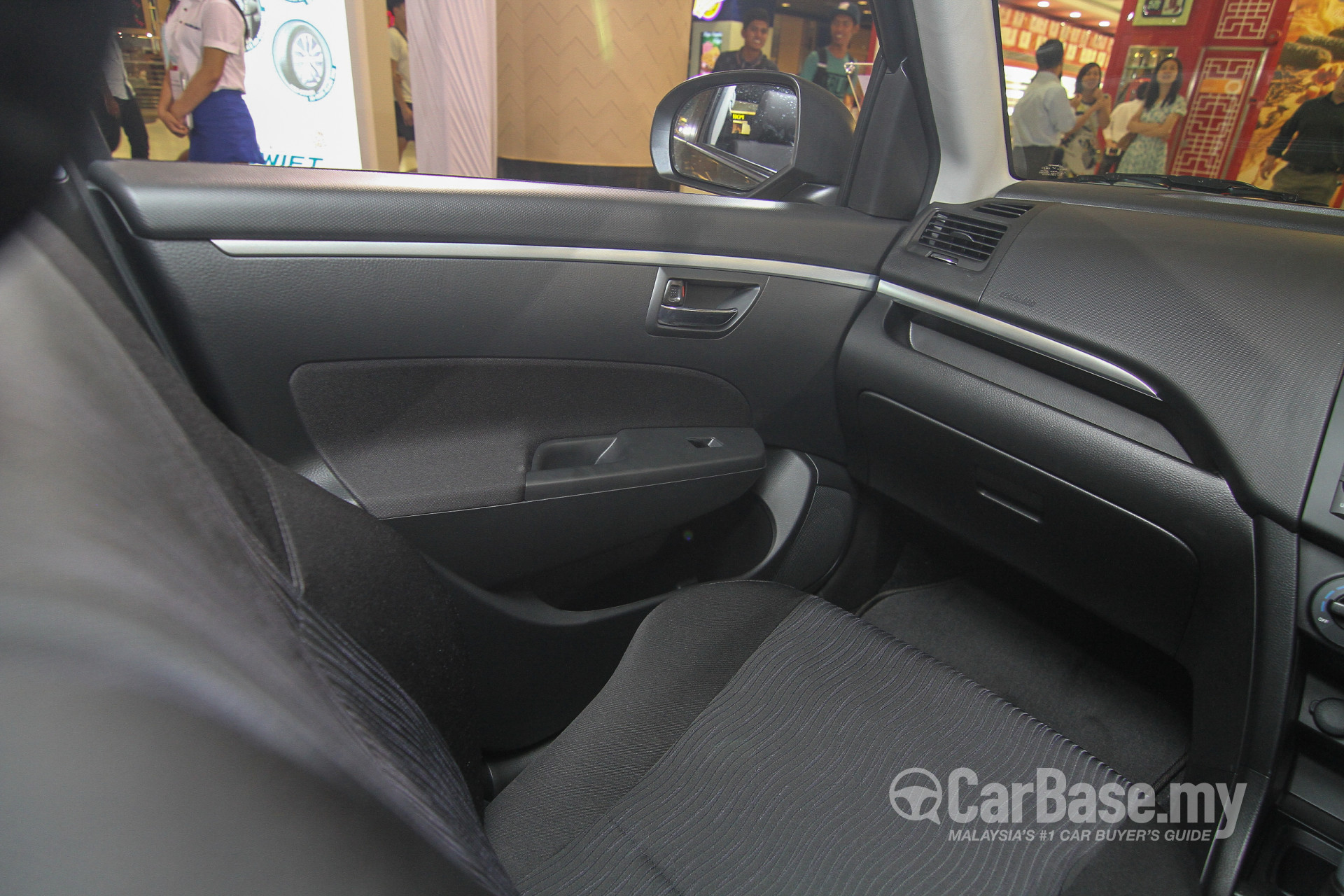 Suzuki Swift Mk3 Facelift (2015) Interior Image #24364 in