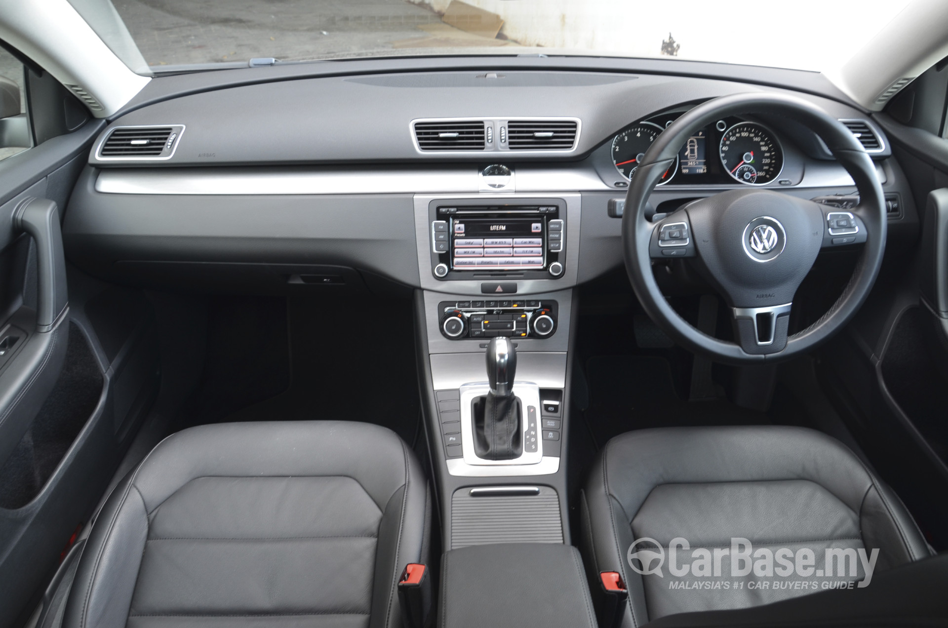 Volkswagen Passat B7 (2011) Interior Image #12873 in Malaysia - Reviews, Specs, Prices - CarBase.my